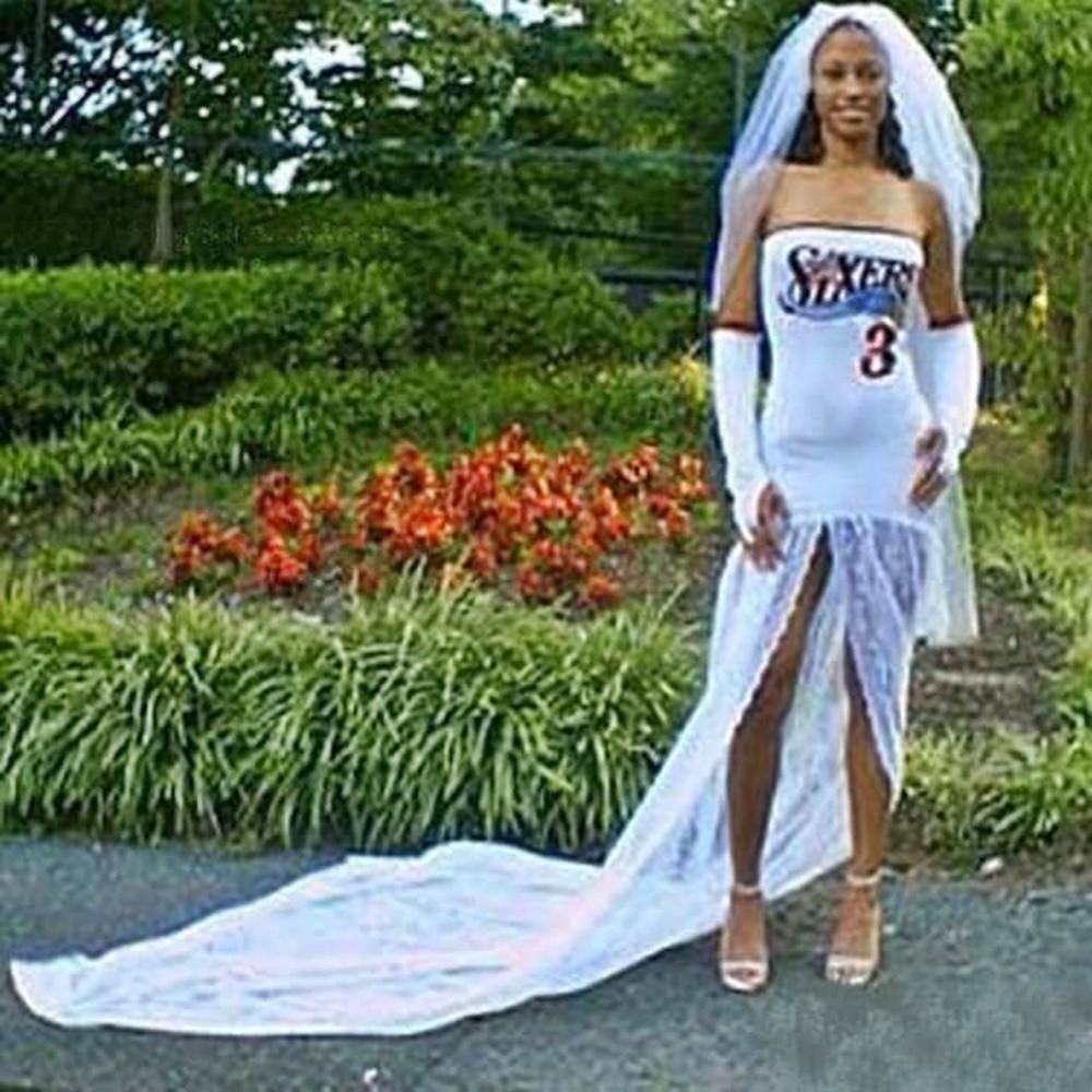 Niektóre panie wybierając swoją wymarzoną suknię, poniosła wyobraźnia, a efekt finalny zaskoczył wszystkich gości weselnych, którzy nie wierzyli własnym oczom