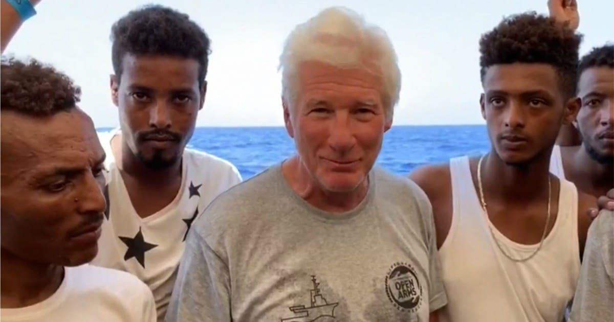 """""""Godny uczynek!"""" Richard Gere przyniósł dużo jedzenia i wody na statek pełen uchodźców"""