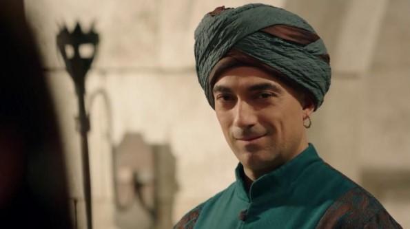 """Stylowy i atrakcyjny mężczyzna. Jak wygląda Sümbül-Aga z """"Wielkiego Stulecia"""" w prawdziwym życiu"""
