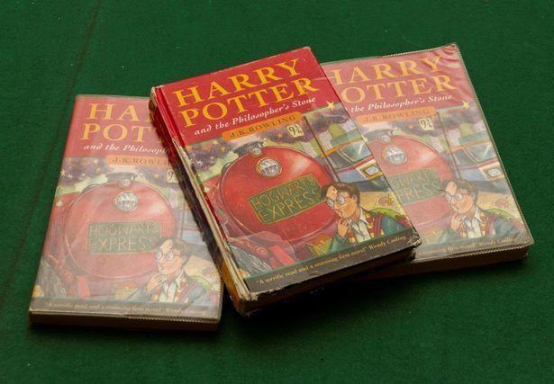 Babcia znalazła na złomowisku stare książki o Harrym Potterze, a po 12 latach okazało się, że są prawdziwym skarbem