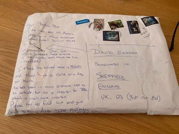 Listonosz musiał zostać Sherlockiem, by znaleźć odbiorcę paczki, ale gdyby tylko wiedział, co w niej się znajdowało