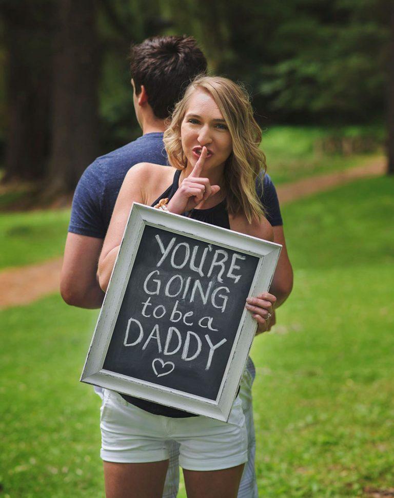 Żona zaskoczyła męża wiadomością o ciąży podczas sesji zdjęciowej