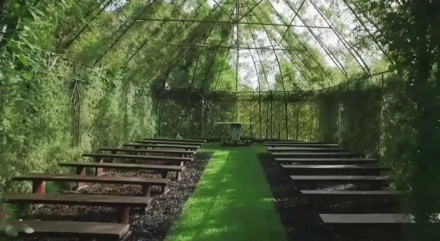 Mężczyzna spędził 4 lata budując kościół z żywych drzew