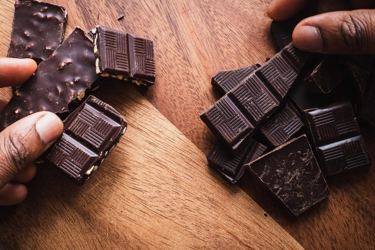 Eksperci opowiedzieli, jak odróżnić wysokiej jakości czekoladę od przemysłowej sieczki