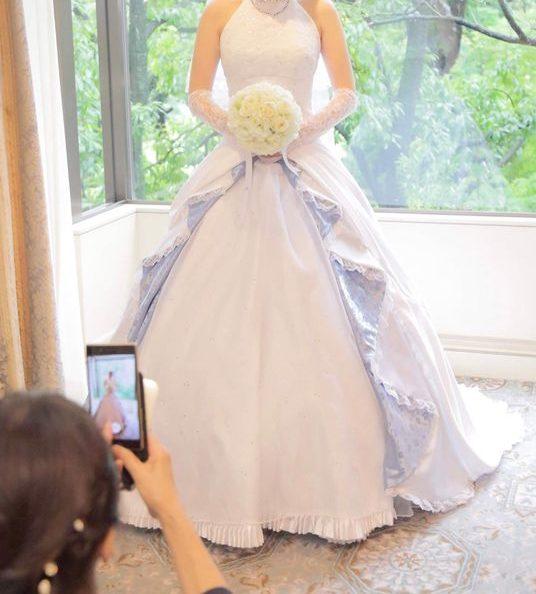 Poświęcił 6 miesięcy szyjąc suknię ślubną dla swojej ukochanej. Dzięki uczuciom i umiejętnościom pana młodego wyglądała w niej wspaniale