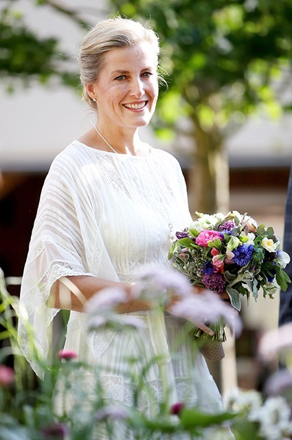 """Ciocia księcia Harry'ego o jego nowym życiu z Meghan Markle w USA. """"Mam nadzieję, że będą szczęśliwi"""""""