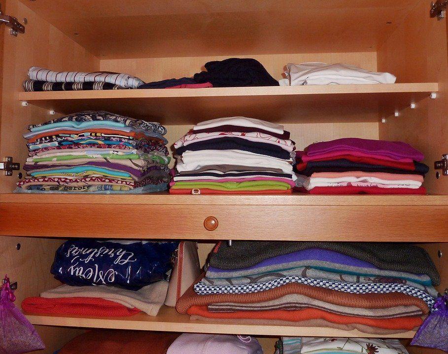 Jak porządek w szafie wpływa na nasze życie albo dlaczego tak ważne jest składanie ubrań