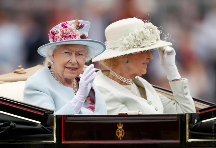 Kto rozchodzi buty królowej i inne sekrety garderoby Elżbiety II
