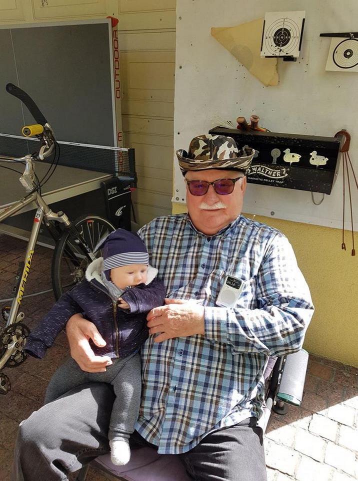 Lech Wałęsa z wnukiem. Do kogo jest podobny Karolek Lech