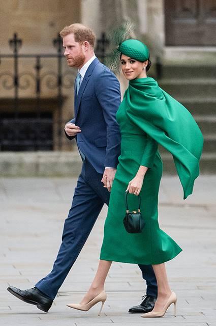 Meghan Markle i książę Harry nadal używają królewskiego logo. Nawet po Megsit