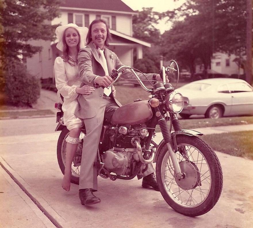 Para ta obchodziła 40. rocznicę ślubu, odtwarzając zdjęcia ślubne z 1975 roku