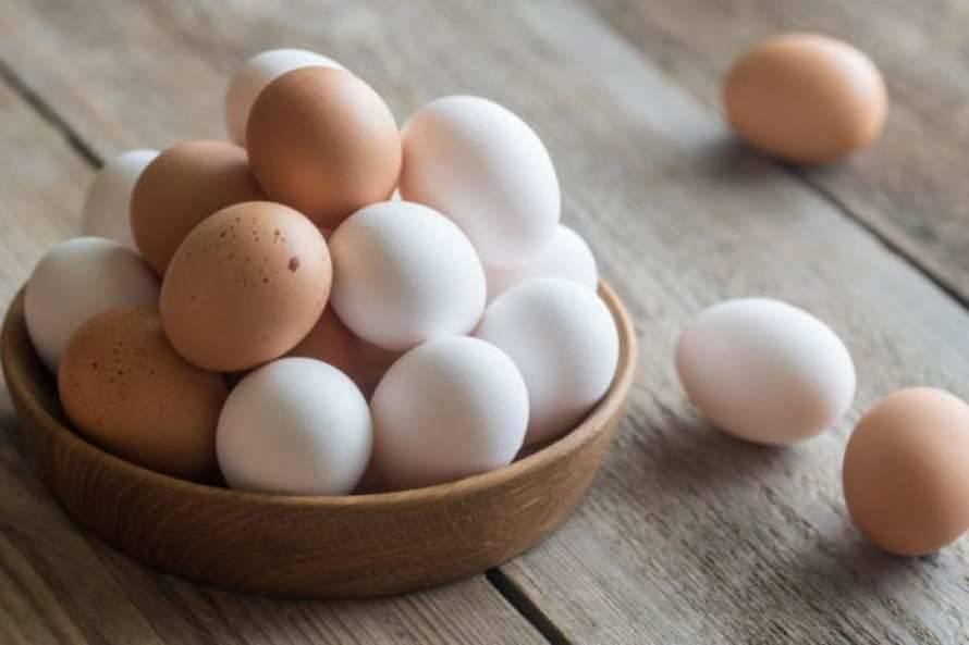Popularne mity o białych i brązowych jajach zostały obalone