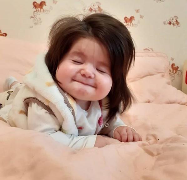 Ta dziewczynka naprawdę może być nazywana Roszpunką w prawdziwym życiu, bo ma niesamowite włosy