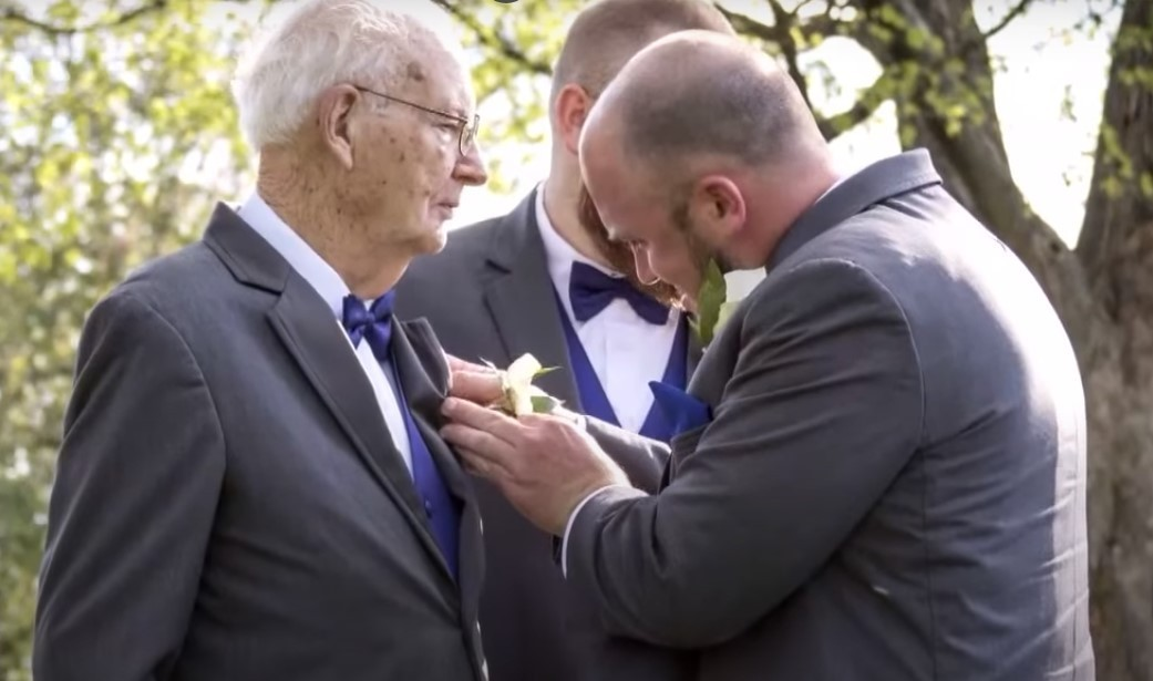 Wiele lat temu chłopiec złożył obietnicę dziadkowi. I pewnego dnia 90-letni mężczyzna usłyszał, jak ktoś puka do drzwi