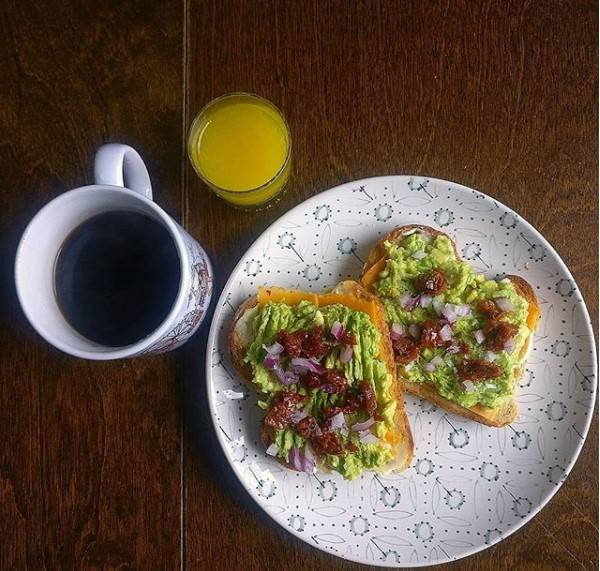 Apetytyczne i zdrowe. Pięć potraw z awokado na każdy dzień