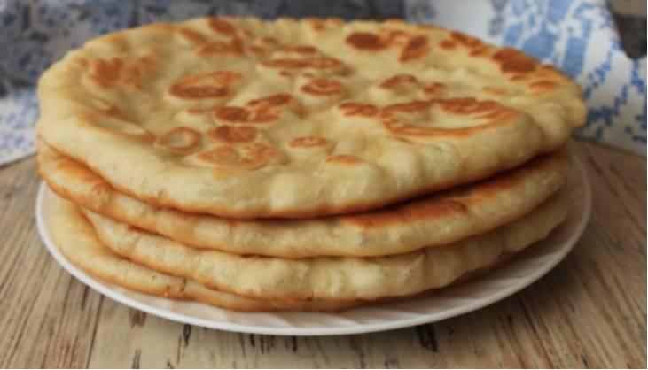 Bardzo smaczny i prosty chlebek z patelni na kefirze