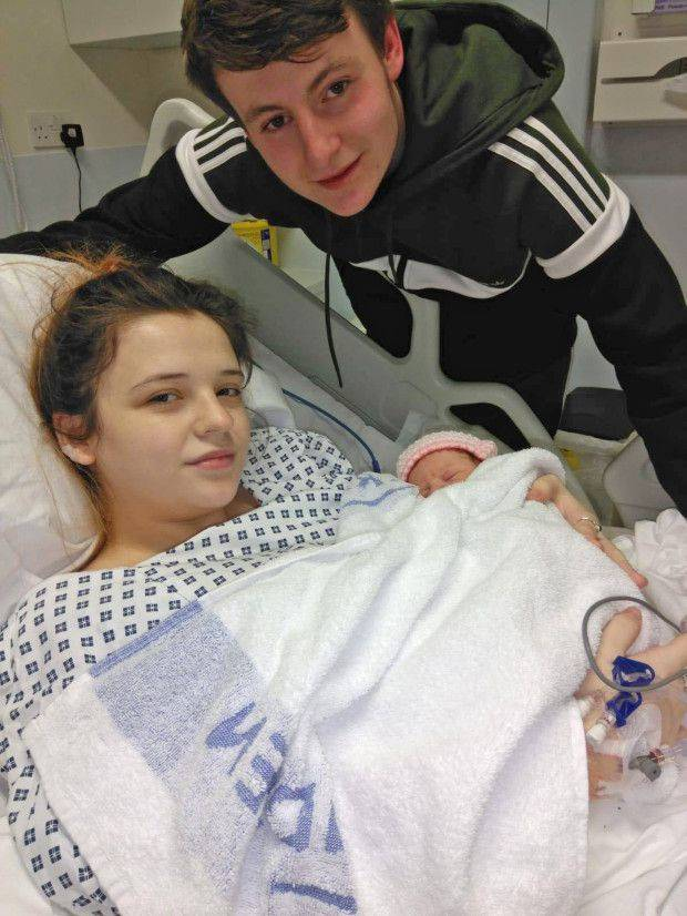 W Wielkiej Brytanii 19-latka urodziła dziecko, nawet nie mając pojęcia, że jest w ciąży