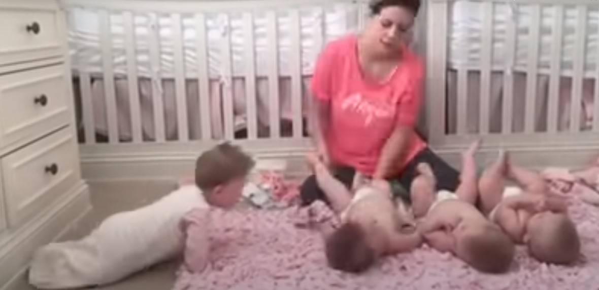Wielodzietny ojciec nakręcił wzruszający film o tym, jak jego żona sprytnie radzi sobie z czwórką dzieci