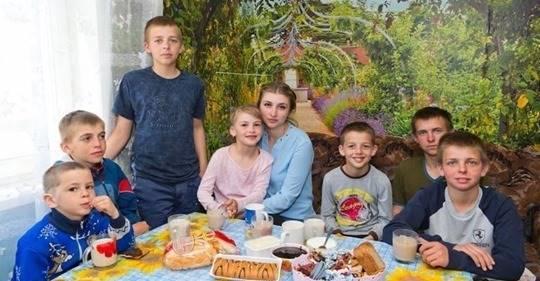 20-letnia dziewczyna rzuciła studia i samotnie wychowuje sześcioro młodszego rodzeństwa