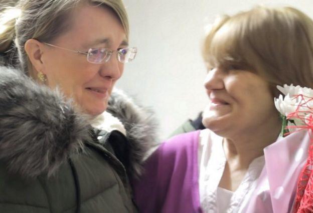 Dwóch młodych mężczyzn pomogło byłej nauczycielce i odmieniło jej życie