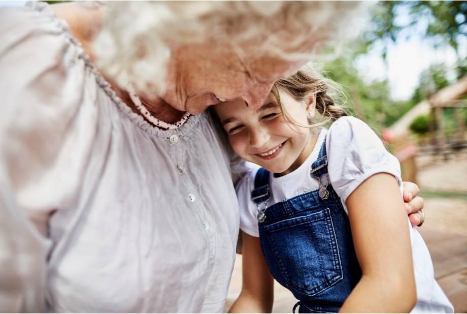 Miłość babci do jej pierwszego wnuka jest najdoskonalszą miłością na świecie