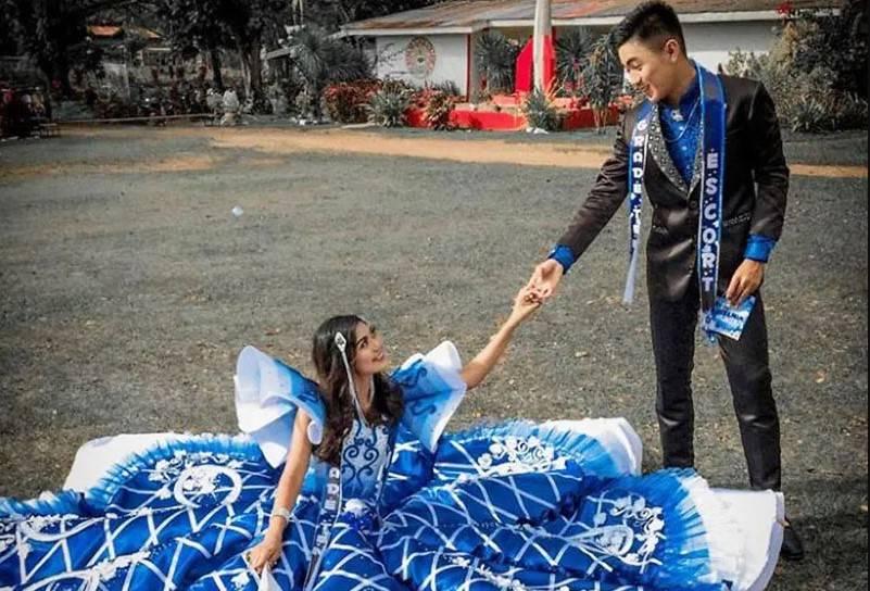 Rodzice dziewczynki nie mieli pieniędzy, by kupić jej suknię balową, ale jej brat uszył strój dla swojej siostry, godny księżniczki