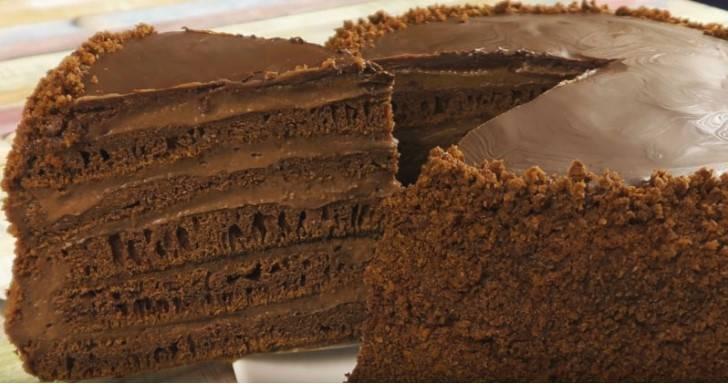 Ciasto czekoladowe z patelni. Nie dotykamy ciasta rękami