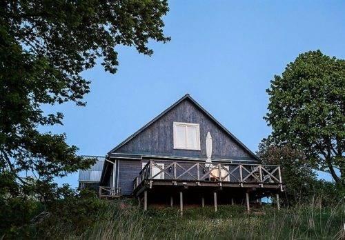 Rodzina marzyła o własnym domu. Kupiła dawny budynek wiejskiej szkoły i wyremontowała go